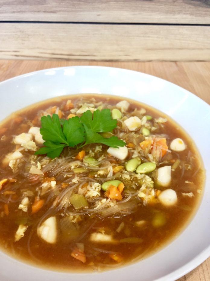 Bouillon miso aux pétoncles et légumes