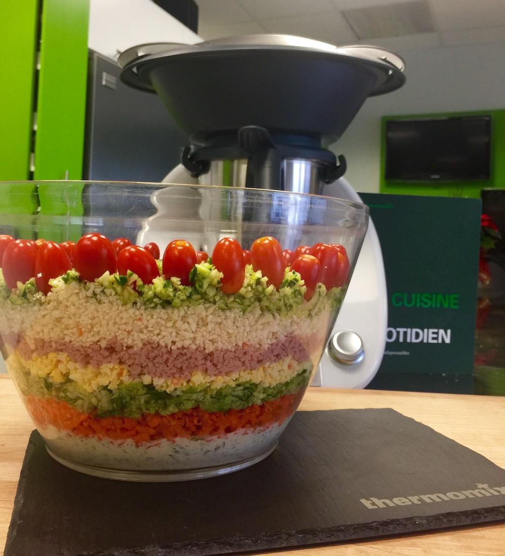 Salade composée multi couches et sa sauce au yogourt
