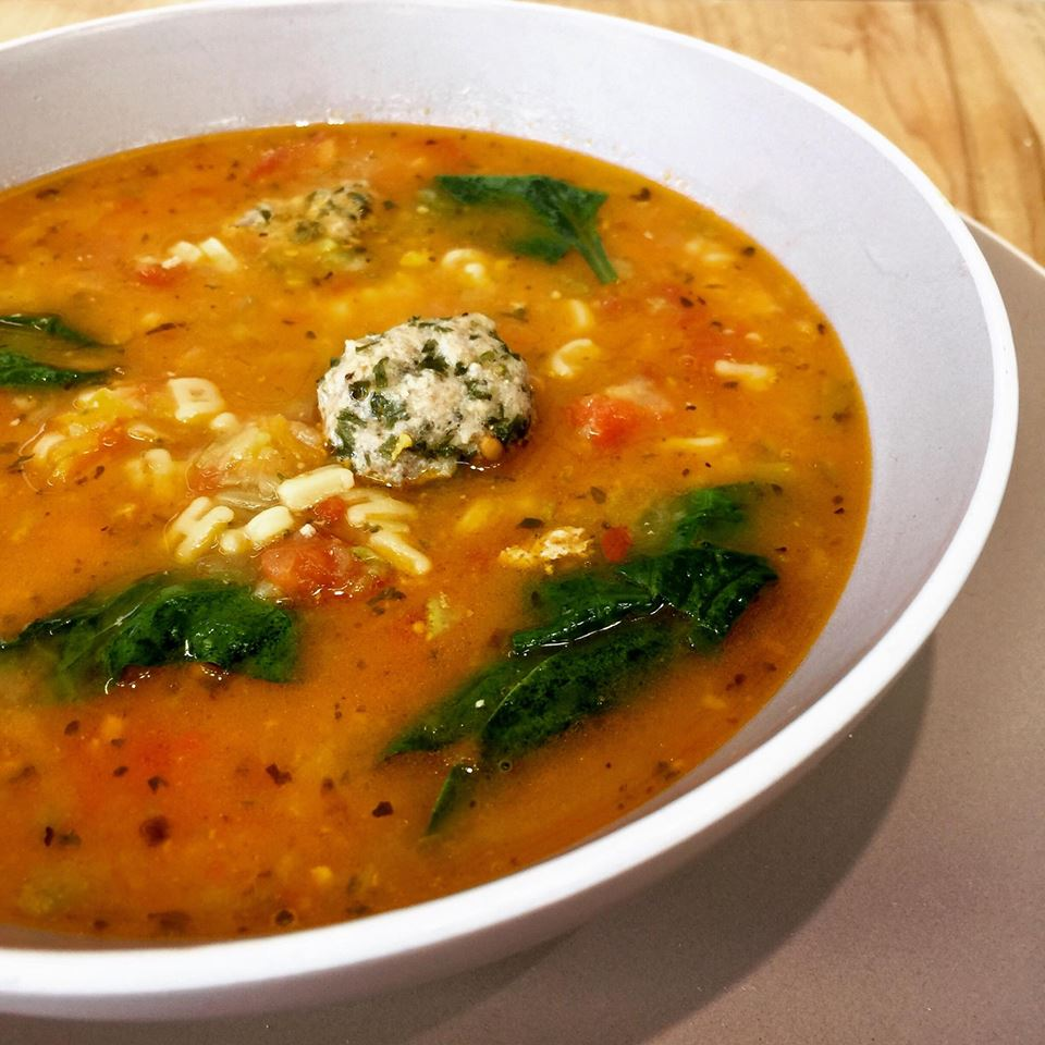 Soupe boulettes de boeuf à l'italienne et pâtes alphabet